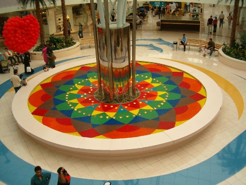 Steam Fountain at Marina Mall. Credit: CC/Saishg